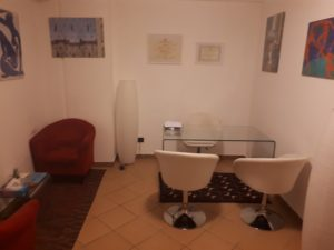 Interno dello studio dove si svolgono le sedute di psicoterapia